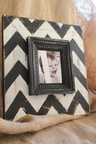 Mod-chevron-distressed-wood-picture